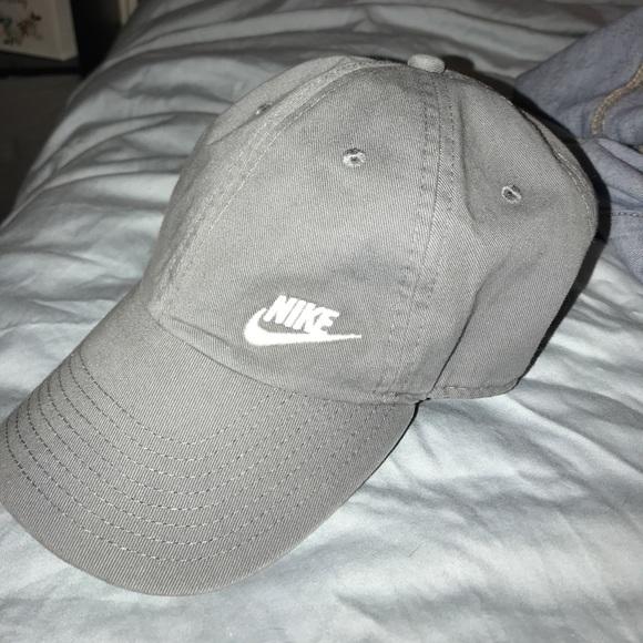 Light grey Nike hat. M 5a958d3d1dffda331821bd2c aaa59cd631d